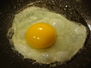 fried-egg-in-pan
